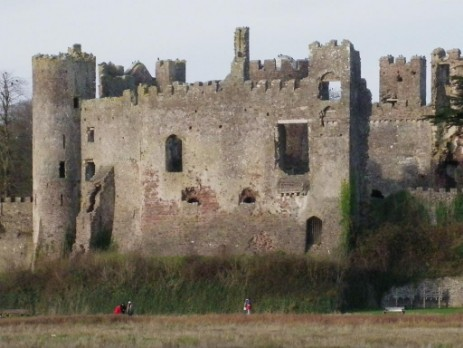 Laugharne Castle and Dylan Thomas Coastal Walk